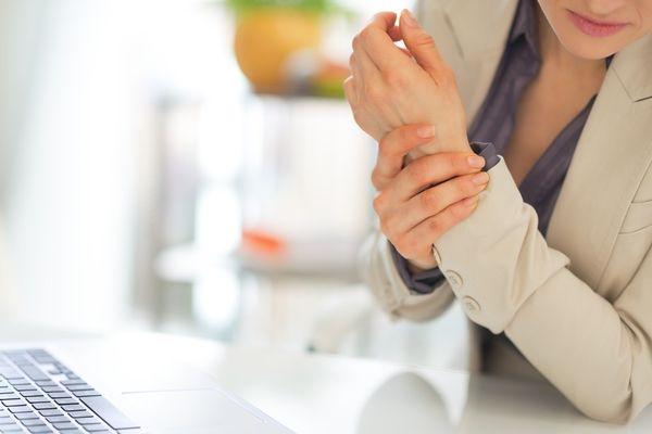Симптомы артрита появляются быстро