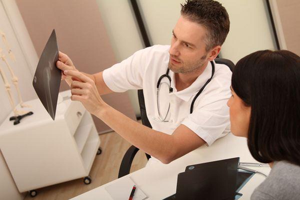 Артроз лечит ортопед