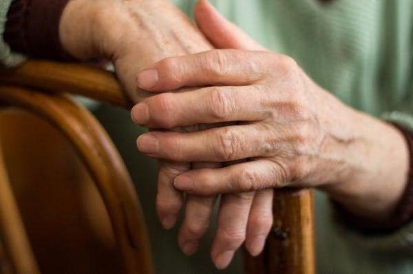 Лечение ревматоидного артрита народными средствами: проверенные методы