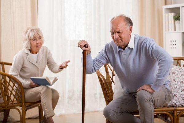 Артроз и артрит чаще возникает у пожилых людей