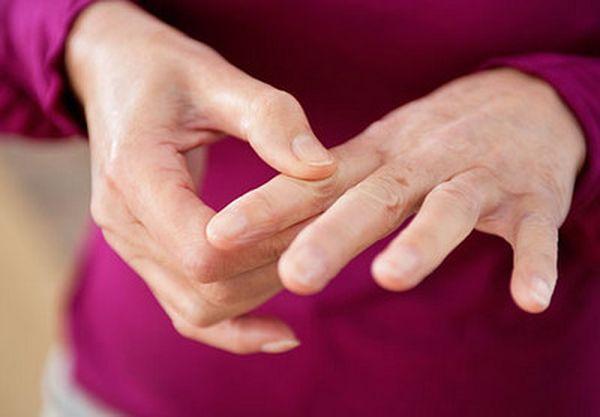 Главное осложнение - искривление пальцев