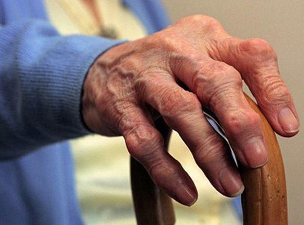 Болезнь чаще возникает у пожилых людей