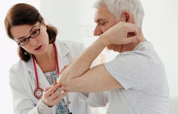 Для начала пациент показывается ревматологу