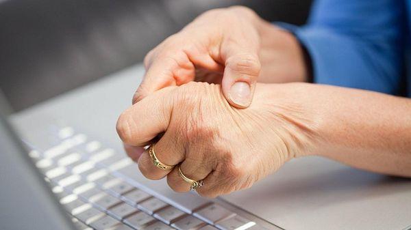 Ревматоидный артрит чаще диагностируют у женщин