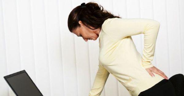 Болезнь Бехтерева у женщин часто путают с остеохондрозом