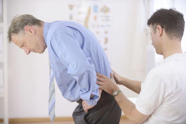 Главным признаком люмбаго является боль