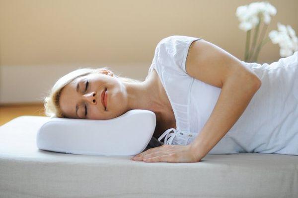 Выбираем ортопедическую подушку при остеохондрозе правила и советы