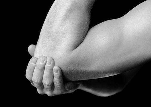 При диагнозе «эпикондилит латеральный» лечение обычно консервативное
