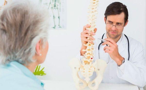 Диагностика остеопороза начинается с приема у врача