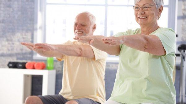 Для профилактики остеопороза делают зарядку