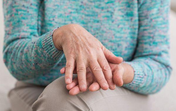 Артрит первой степени отличается незначительной болью